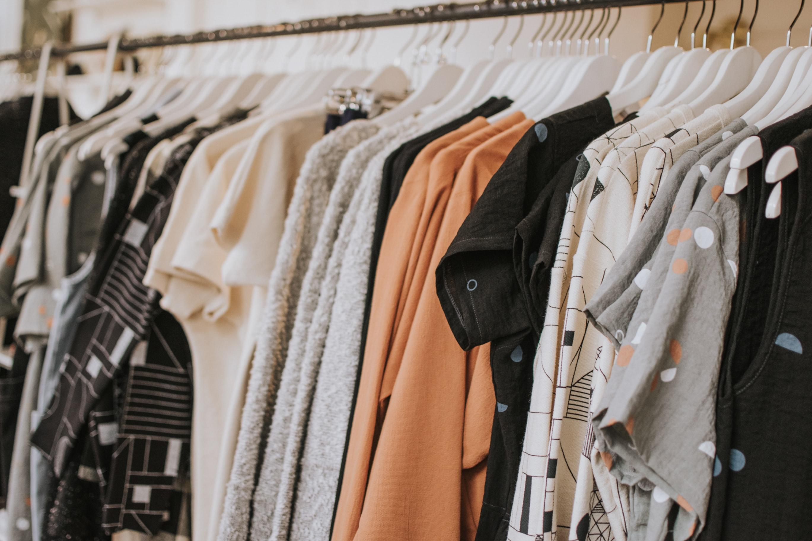 Vêtements féminins en exposition